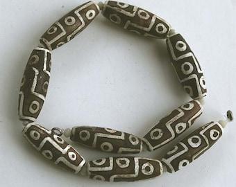 Tibetan Dzi Bead Strand, 9 Eye Design, 40 mm long, Porcelain on Agate