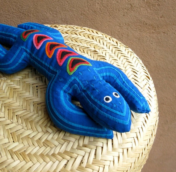 Blue on Blue Mola Lizard - ON SALE - Exceptional Kuna Indian Reverse Applique