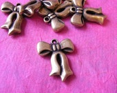 6 pcs antique gold look large ribbon charms-P100