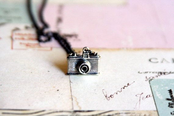 photo op.camera necklace