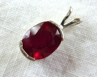 9MM X 7MM oval cut 2.45 ct Madagascar ruby sterling silver pendant with baby box chain