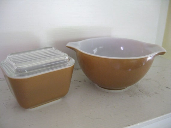 Vintage Pyrex Mixing Bowl - Covered Dish - Cocoa Brown