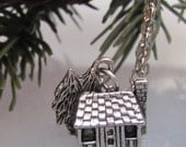Cabin in the woods (A necklace)