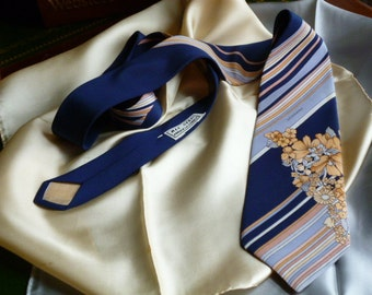 Vintage Leonard  Made in Italy  Pure Silk Tie and an All  Silk Square Pocket.