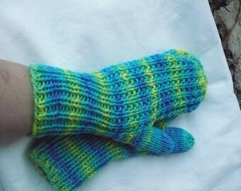 Lime --- closed mittens --- medium/large