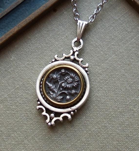 Daisy Flowers, Antique Button Necklace