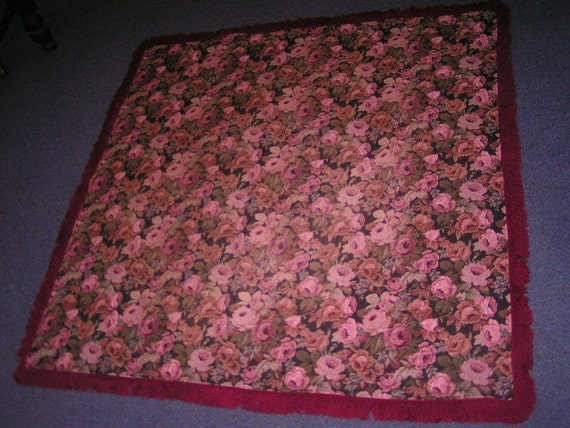 Roses Tapestry Table Covering with Fringe