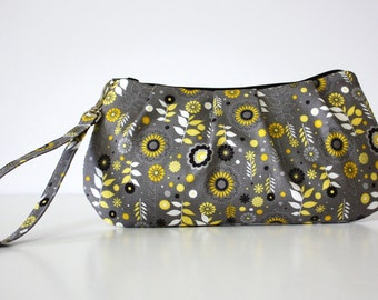 Sweet Pea Zip and Go Wristlet / Gray Yellow Fabric / Zipper Closure