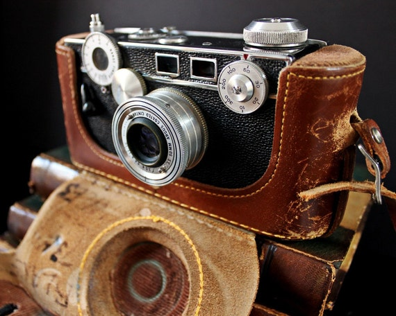 Vintage Camera - Argus C3 - Built In Leather Case - FREE SHIPPING