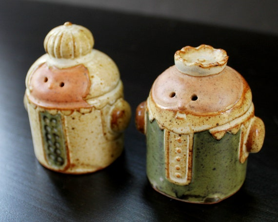 Vintage Salt and Pepper Shakers - King and Queen - Stoneware - Made in Japan