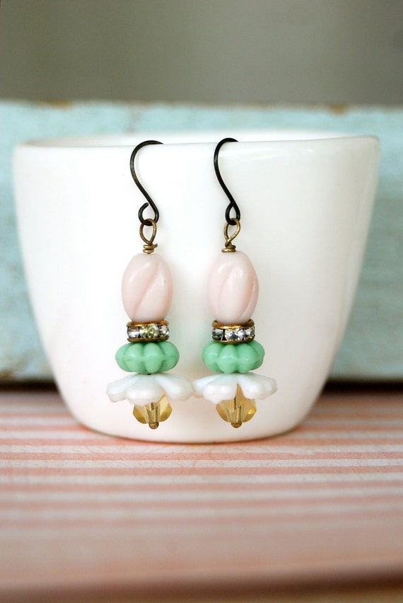 Petite fleur...pastel beaded flower earrings. tiedupmemories
