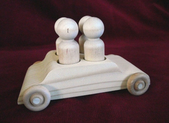 Unfinished Pine 4 Seater Car with 4 Peg Doll Passengers