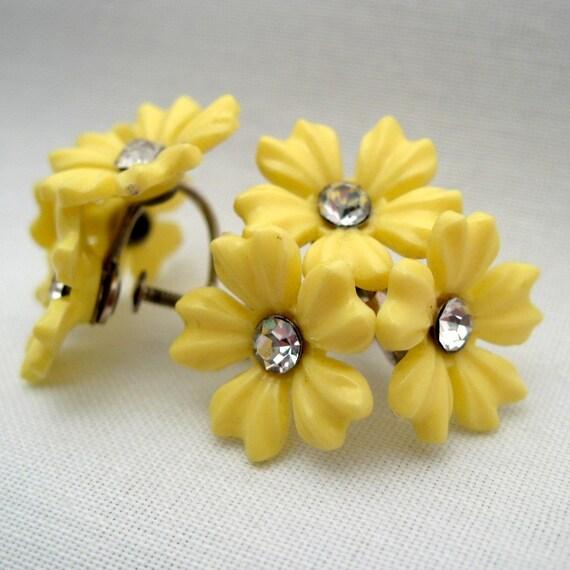 Vintage Screw Back Earrings -- Yellow Plastic Flowers -- Screwback Earrings