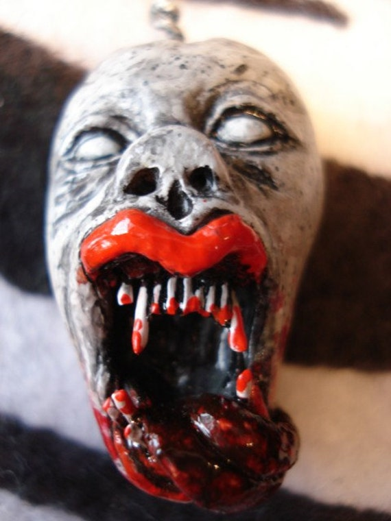 Screaming Female Vampire Head Pendant  H20