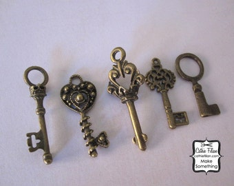 Key Charms - skeleton and antique style - set of 5 - Antique Brass