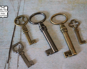 Keys - skeleton and antique style - set of 5 - Antique Brass and Silver - Key Embellishment