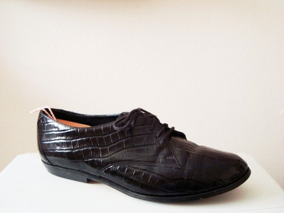 Molly - Vintage Embossed Leather Oxfords by ESPRIT. Size 8.