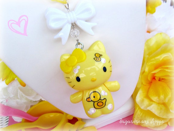 Hello kitty kawaii urban kitsch yellow rubber duck bubbles theme necklace with big white ribbon bow on plastic yellow chain