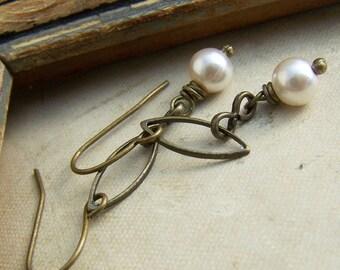 Pearl Drop Earrings, White Pearl Drop Earrings, Weddings, Pearl Dangle Earrings