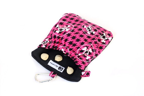 The Pocket 2.0 - Treat and Training Pouch Pink Skulls