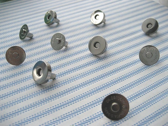 FREE SHIPPING -- 50 sets of 18 mm Nickel\/Silver Magnetic Snap Closures