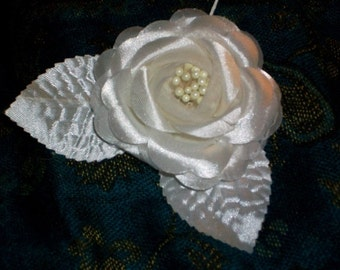 Ivory Camillia Silk Flower Moss Matching Leaves Stem Premium Clustered Pearl Stames Wired For Corsage Or Brooch