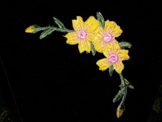 4 Inch Focal Satin Stitch Embroidered Applique Iron On Very Nice Light Yellow and Pink