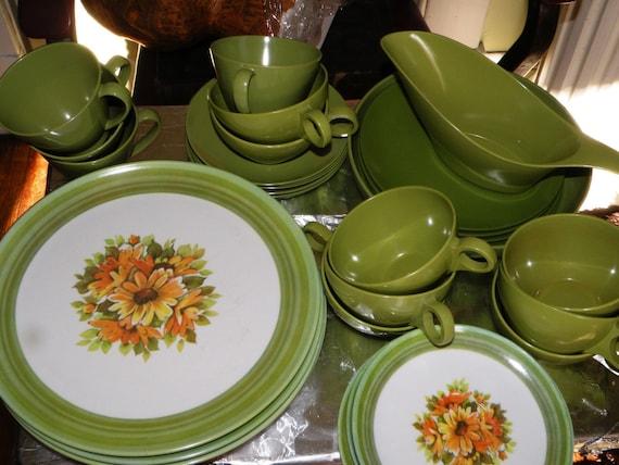 37 pc Lenox Daisy Melamine Dinnerware Set  melmac green love flowers