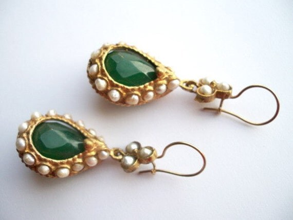 SALE For Your MOTHER--------Jade and Pearl earring