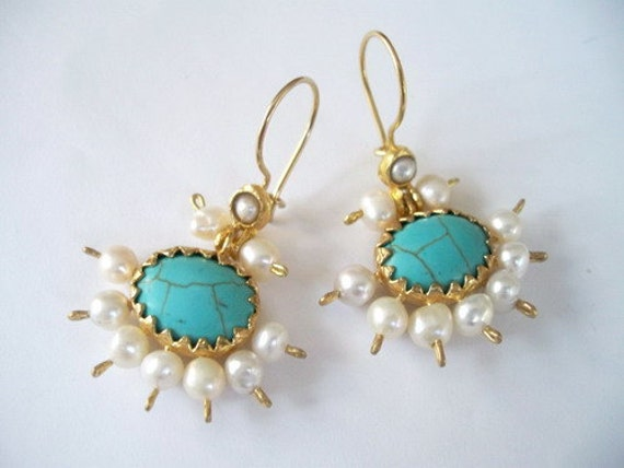 SALE --------Turquoise AND Pearl Earring
