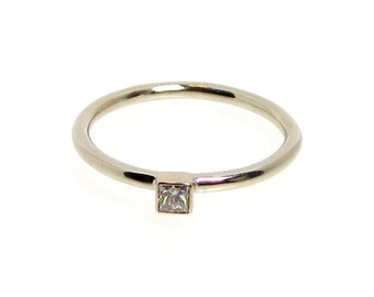 Ring Princess cut diamond set in 14k white gold wedding band engagement ring