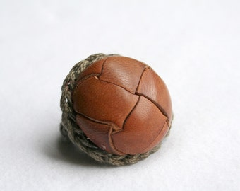 Bombshell Belle - Cognac - crocheted ring with vintage leather button