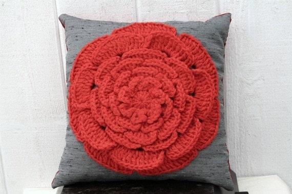 Stella - Crocheted Flower Pillow