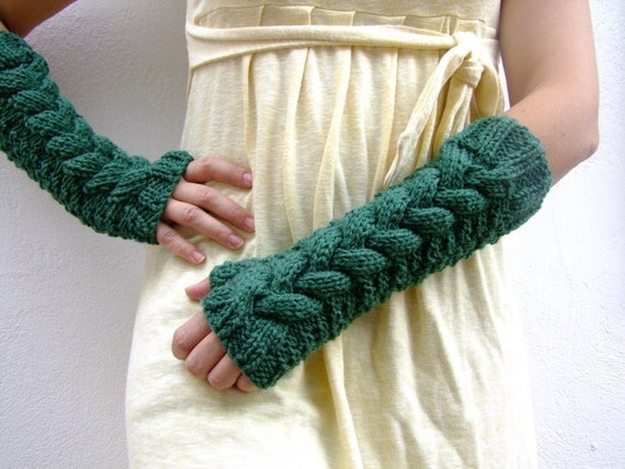 GREEN Cabled fingerless gloves