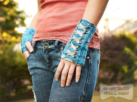Corseted Mitts (Knitting Pattern)