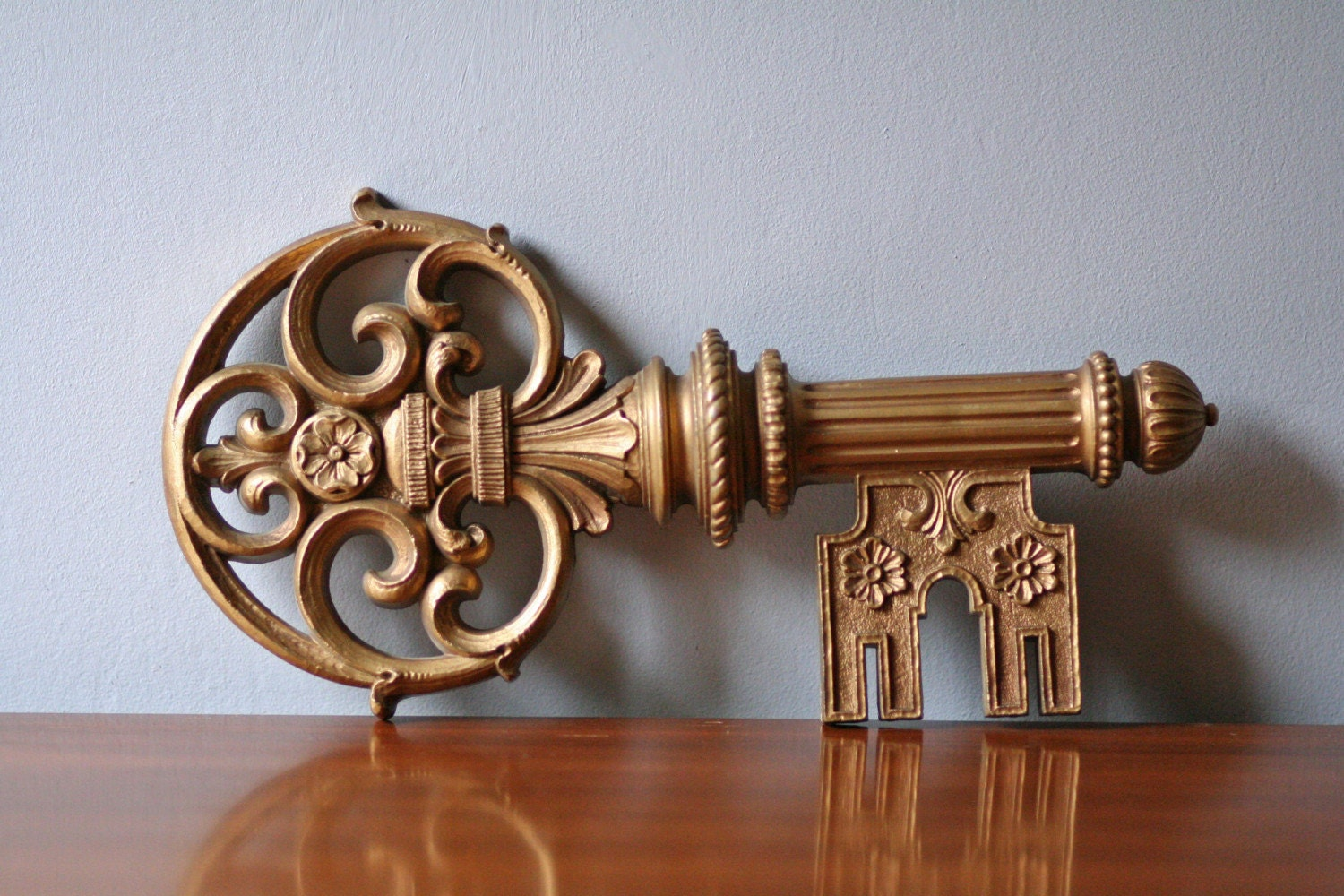Wall Decor Keys : Syroco decorative key wall decor in gold tone