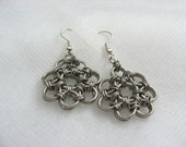 Flower weave earrings
