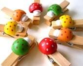 12 mushroom mini-clothespins