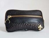 3 pocket wallet in black bubble lamb skin - Fleur de Lis