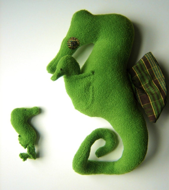 Lima Green Papa Seahorse with 2 bebes
