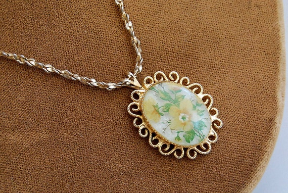 vintage FLORAL CAMEO / 1970s peasant necklace