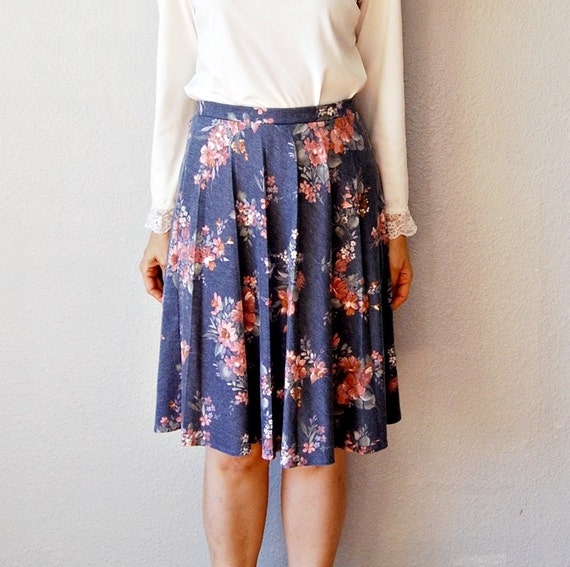 floral OFFICE skirt /  periwinkle blue 1970s skirt