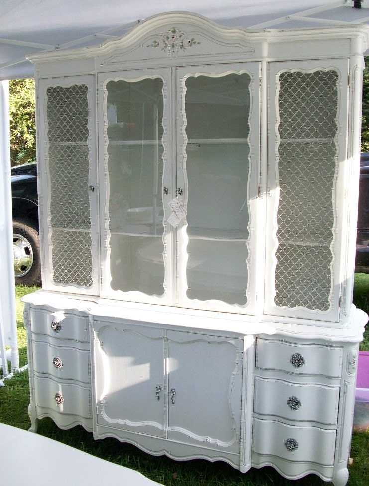 china cabinet shabby chic cottage white handpainted roses. Black Bedroom Furniture Sets. Home Design Ideas
