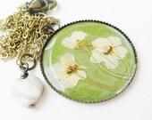 white flower necklace - green flower - real flower - flower necklace - flower pendant - pressed flower necklace - statement necklace