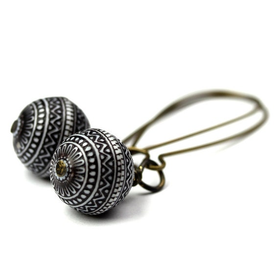 Vintage Geometric Pattern Beads and Brass Black and White Earrings E030