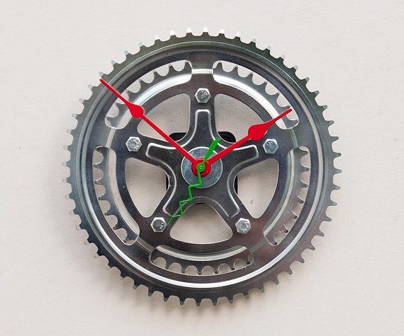 Clock made from a recycled Bike crank
