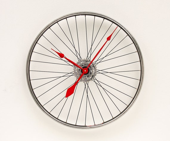 Clock made from a Recycled Bike Wheel