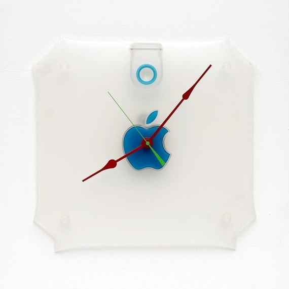 Clock made from an Apple G3 side cover