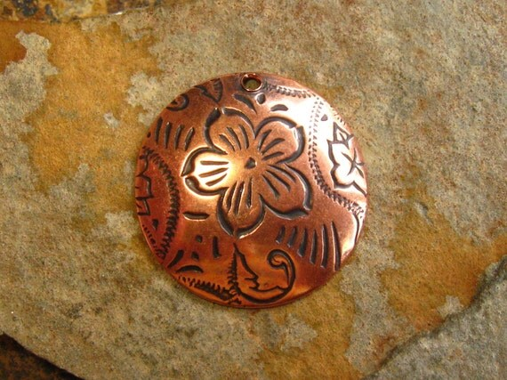 New Sale..LOW SHIPPING 2 Antique Copper Dancing Flower Charms - Domed Charm -  Trinity Brass
