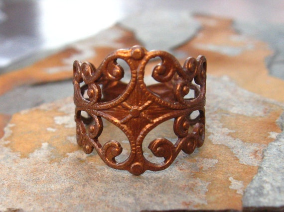 1 Filigree Finger Ring Trinity Vintage Patina  -  Trinity Brass